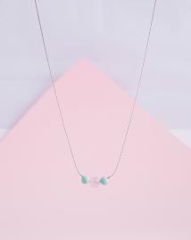 jane collar de cuarzo rosa y madera pintada chalk paint mint piedras semipreciosas minimalista collares complementos pipolart