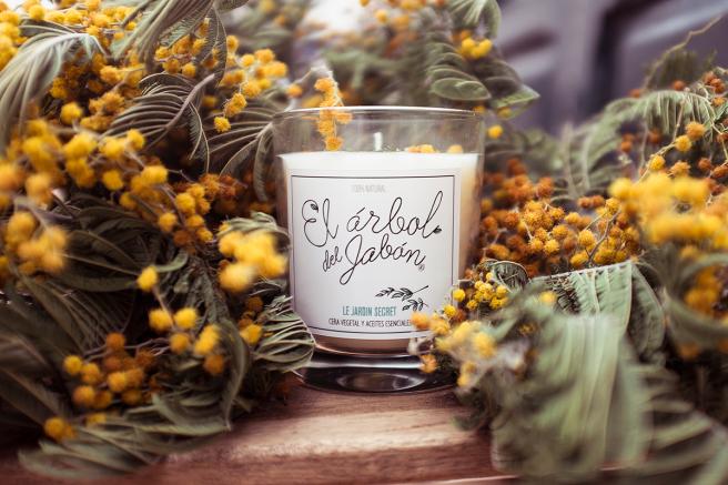vela ecologica hecha a mano con cera vegetal jardin secreto limon bergamota naranja pipol