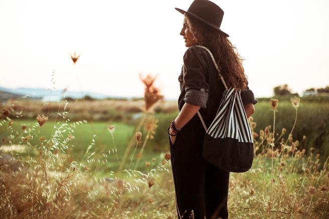 mochila petate gran capacidad tela hecho a mano cosido madrid pipolart pipol art vaquero oscuro negro estampado rayas blancas y negras