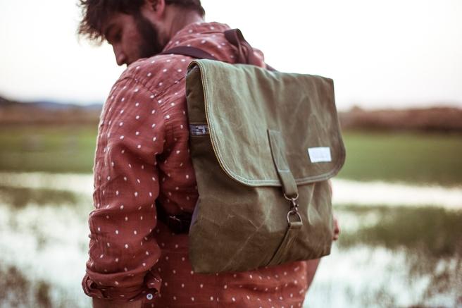 mochila loneta bolsillo interior exterior cremallera pipolart pipol art unisex verde detalle