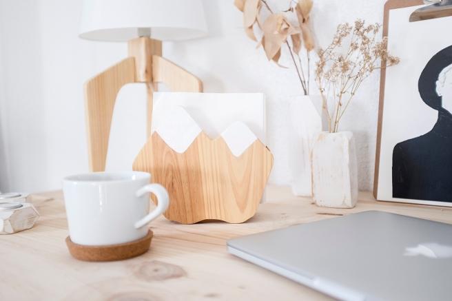 decoracion-mobiliario-madera-estilo-nordico-decapado-blanco-pipolart-pipol-art-soporte-telefono-servilletero-montanas