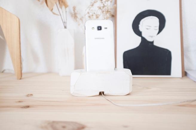 decoracion-mobiliario-madera-estilo-nordico-decapado-blanco-pipolart-pipol-art-soporte-telefono-trasera