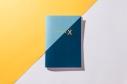 libreta-disenada-y-fabricada-en-espana-encuadernacion-cuadernillo-rubio-20-folios-chemikal-x-pipolart-pipol-art-estampado-rayas-listas-azul-marino-azul-pastel