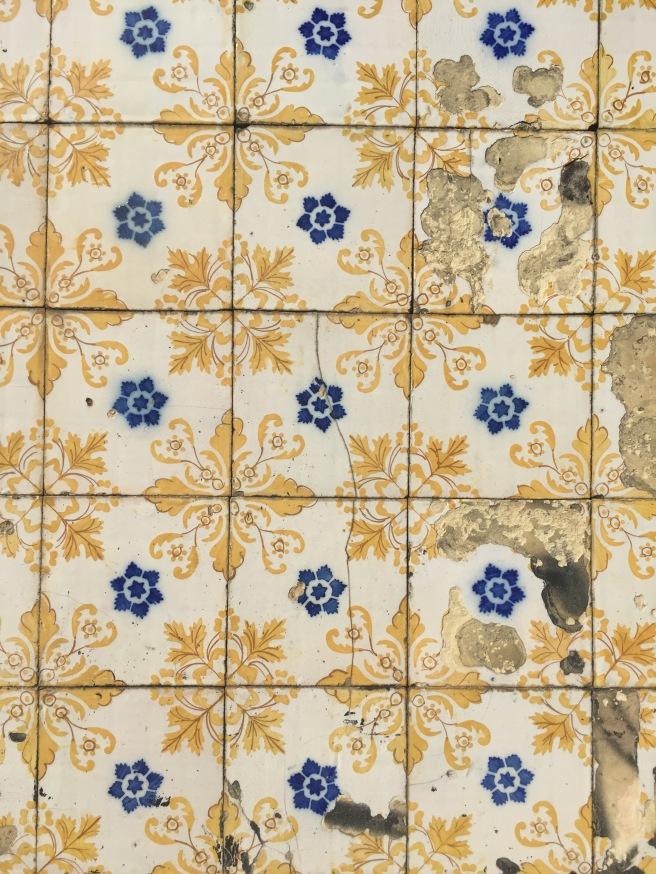 oporto porto emilio jimenez pipolart pipol art casa abandonada puente azulejos típicos portuguesas
