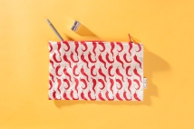 serigrafia-una-tienda-estuches-libretas-neceser-algodon-a-mano-papel-reciclado-estampado-pipolart-pipol-art-guindillas-pimientos-chile-estuche-neceser