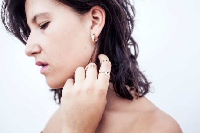 bisuteria-joyeria-chapado-oro-minimalista-must-have-esenciales-pipolart-pipol-art-anillos-falange-dedos-detalle-aros-dorados