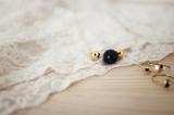 bisuteria-joyeria-chapado-oro-minimalista-must-have-esenciales-pipolart-pipol-art-gargantilla-collar-bola-negra-brillante-bolas-dorada-planetas-anillos-media-luna-piedra-negra