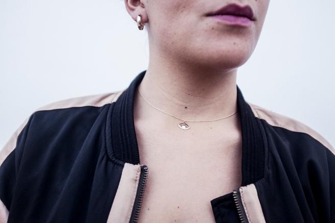 bisuteria-joyeria-chapado-oro-minimalista-must-have-esenciales-pipolart-pipol-art-gargantilla-collar-ojo-egipcio-aros-dorados