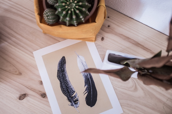 mimesis-pipolart-pipol-art-decoracion-tropical-lamina-ilustracion-plumas-beige