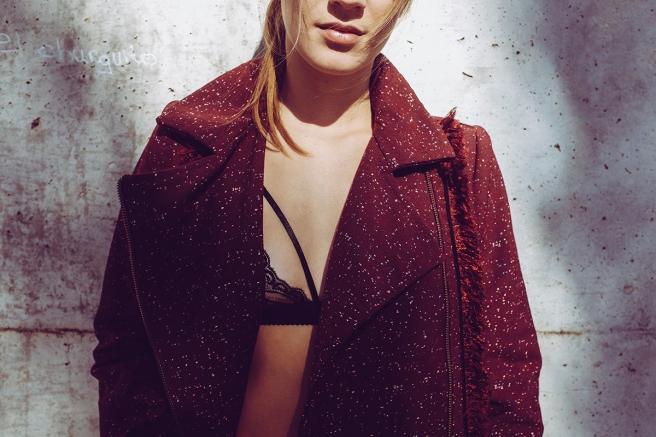 pipolart-pipol-art-chaqueta-perfecto-granate-flecos-fringed-jacket-moda-hecho-en-espana-solapa-detalle