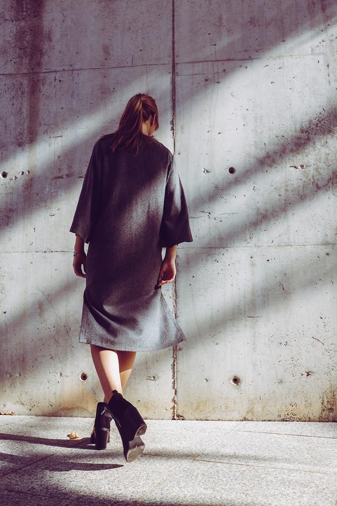 pipolart-pipol-art-vestido-gris-oscuro-lana-mangas-anchas-oversize-cocoon-moda-hecho-en-espana-look