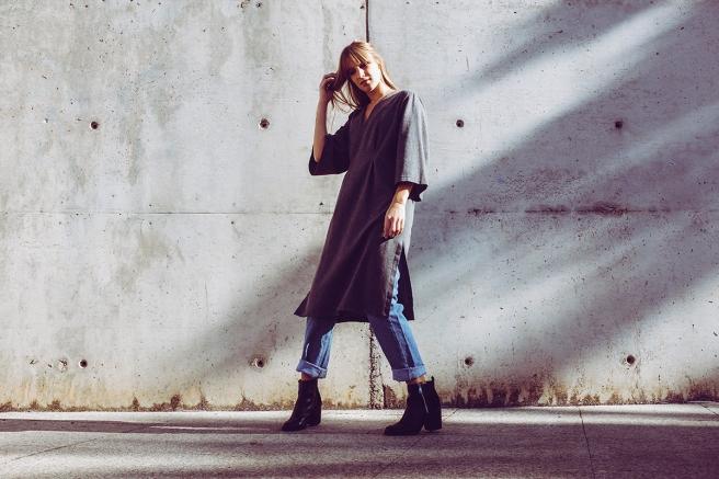 pipolart-pipol-art-vestido-gris-oscuro-lana-mangas-anchas-oversize-cocoon-moda-hecho-en-espana-vuelo-mum-jeans-retro-levis