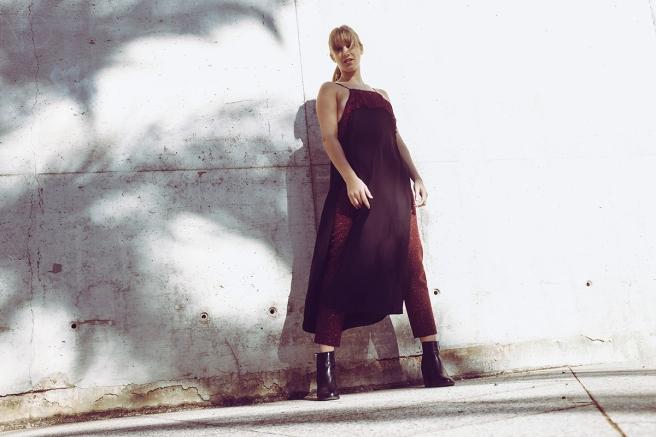 pipolart-pipol-art-vestido-negro-corte-asimetrico-tirantes-flecos-moda-hecho-en-espana