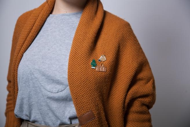 pipolart-pipol-art-pin-dorado-disenado-en-barcelona-caballo-bolso-ambientador-pino