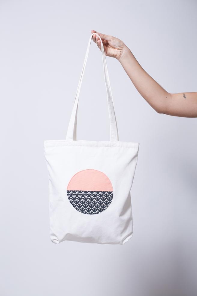 pipolart-pipol-art-tote-bag-bolso-tela-loneta-hecho-a-mano-cosido-a-mano-circulo-melocoton-estampado-olas