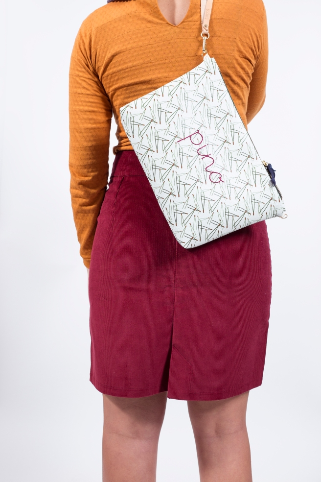 bolso ecopiel pino ilustracion bordado falda pana granate camiseta retro mostaza hecho en españa pipolart pipol art espalda.jpg