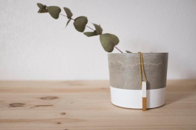 lapicero grande macetero tiesto jarrón cemento concrete hecho mano decoracion pipolart pipol art colgante cemento pintado a mano.jpg