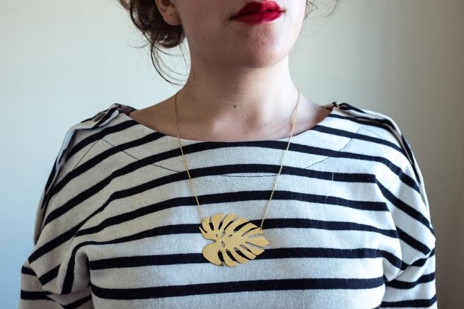 collar-colgante-monstera-costilla-de-adan-cadena-oro-dorado-envejecido-pipolart-pipol-art