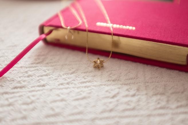 collar-colgante-pequeno-forma-geometrica-minimal-plata-banada-en-oro-pipolart-pipol-art