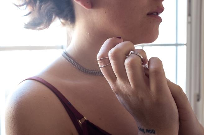 collar-minimalista-bohemio-filigrana-plata-pipol-art-pipolart-gargantilla-inspiracion-hippie-anillos-falanges