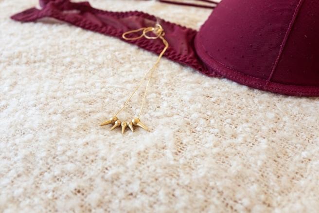 collar-pinchos-dorados-minimal-fashion-punk-pipolart-pipol-art-gargantilla-detalle