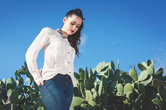 blusa-gasa-rosa-bolsillos-encaje-negro-en-el-cuello-retro-pipolart-moda-sostenible-pipol-art