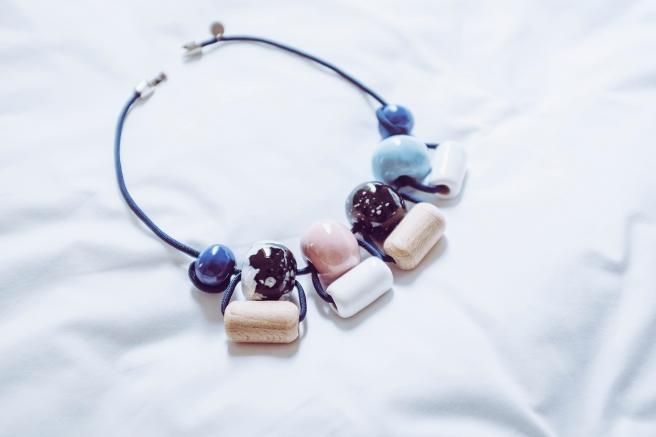 colgante collar bolas ceramicas hecho a mano hecho en españa pipolart pipol art artesania marruecos essaouira detalle collar