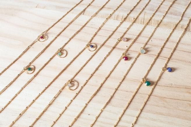 detalle collares piedras y oro aro circulo gargantilla minimal pipol art todos.jpg