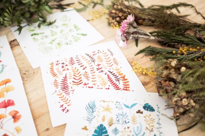 pack postales acuarela  y sobres kraft nathalie ouederni flores hojas.jpg