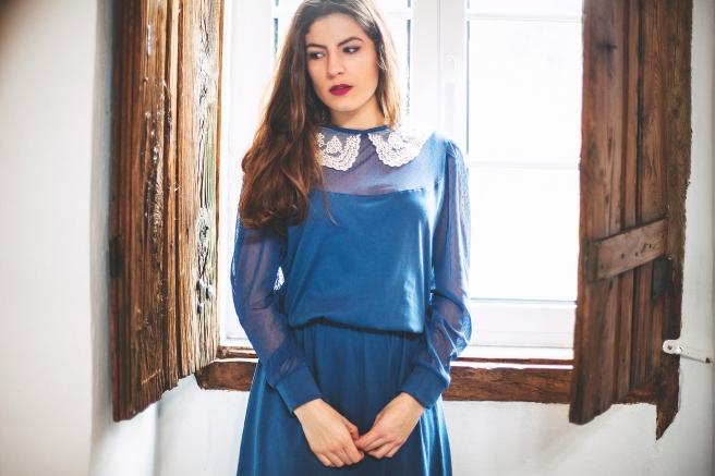 vestido-azul-lady-retro-plumeti-gasa-pipolart-cuello-encaje