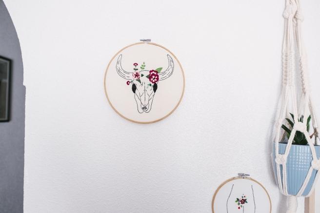 bastidor bordado a mano cabeza de ganado flores pipolart