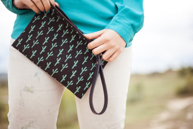 bolso de mano clutch hecho a mano de tela algodon serigrafia estampado cactus verder negro