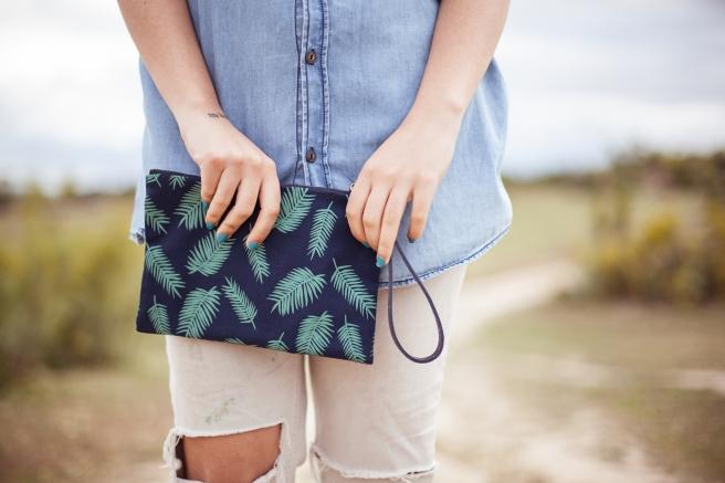 bolso de mano estuche clutch hecho a mano de tela algodon serigrafia