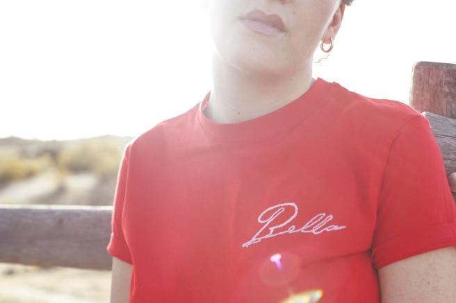 camiseta roja manga corta bordada a mano bella pipolart pipol art pecho