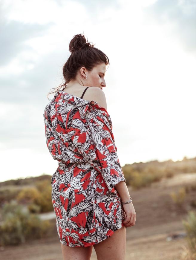 camisa unisex estampado retro vintage hecha a mano estampado palmeras tropical rojo negro blanco pipolart pipol art