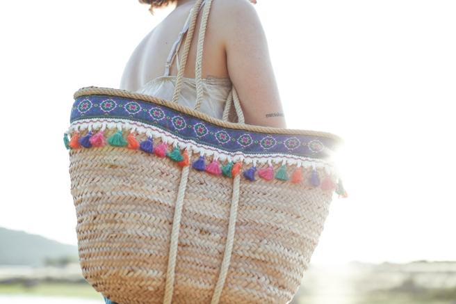 canasto cesta cesto capazo artesania española hecho a mano cosido a mano adornos cenefa borlones colores