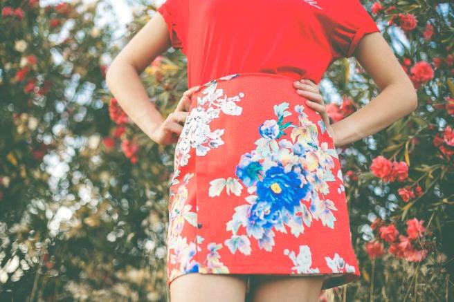 falda con solapa estampado flores turquesa rojo hecha a mano en españa pipolart
