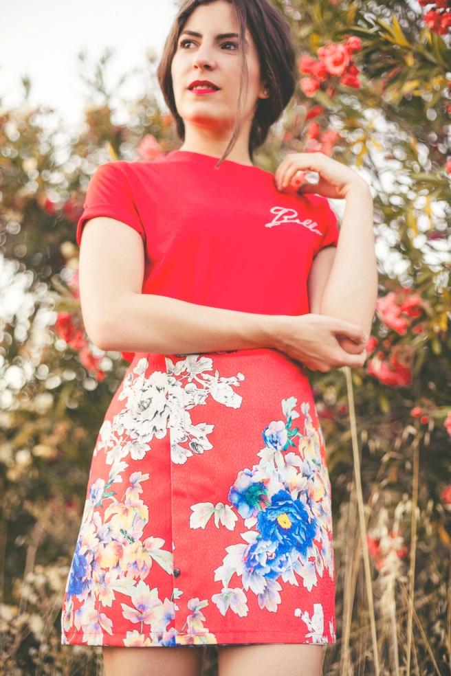 falda con solapa estampado flores turquesa rojo
