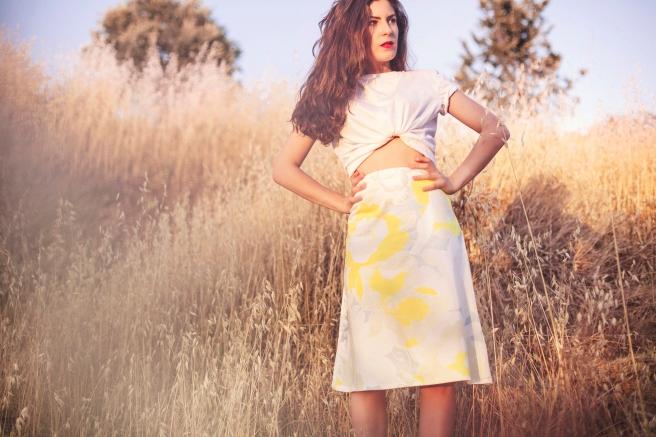falda con vuelo tipo A acampadana estampada flores pastel hecha a mano en españa pipol art