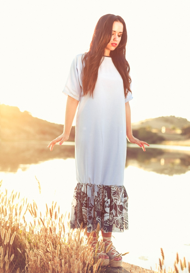 vestido minimal celeste volante estampado