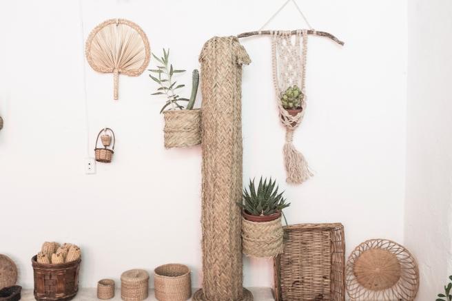 decoracion fibra natural cestería mimbre palma cactus espejo cabezas de burrito pipolart artesania española cactus macetero lampara pintada pipol art